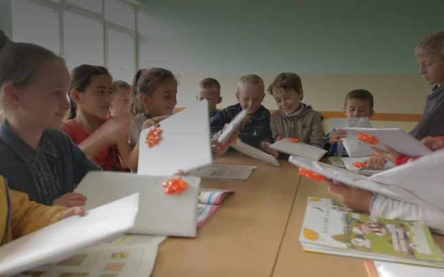 Kids unwrapping gifts of BPB bank Kosovo